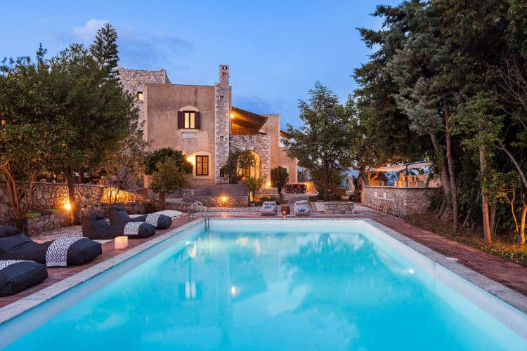 Oitylon-Traditional -Tower-Villas-mani-olivevillarentals-pool-view