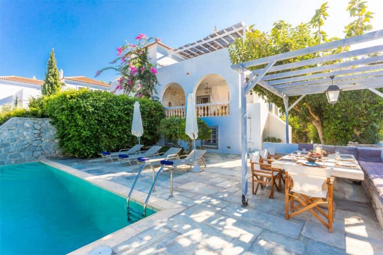 Villa-Corinna-Villas-spetses-olivevillarentals-pool