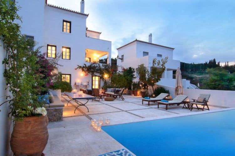 Villa-Matilda-Villas-spetses-olivevillarentals-pool-area