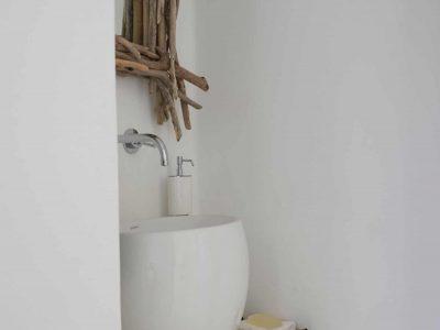 Villa-Melaina-Syros-by-Olive-Villa-Rentals-lower-bathroom