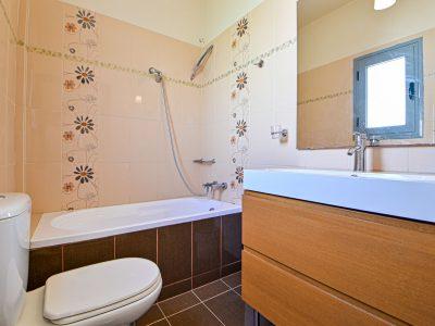 Villa Calypso in Aegina, bathroom, by Olive Villa Rentals