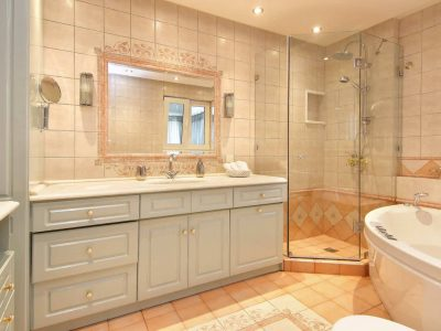Villa Aristi in Athens, bathroom, by Olive Villa Rentals