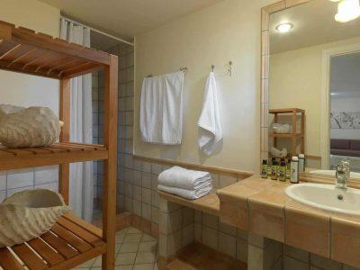 Villa Anais in Porto Heli, bathroom, by Olive Villa Rentals
