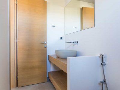 Villa Estee in Porto Heli, bathroom, by Olive Villa Rentals