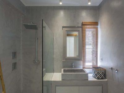 Villa Luna in Tinos, bathroom, by Olive Villa Rentals