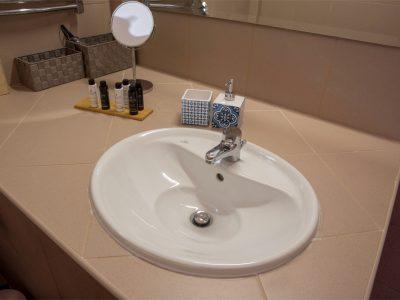 Villa Cerise in Aaegina, bathroom, by Olive Villa Rentals