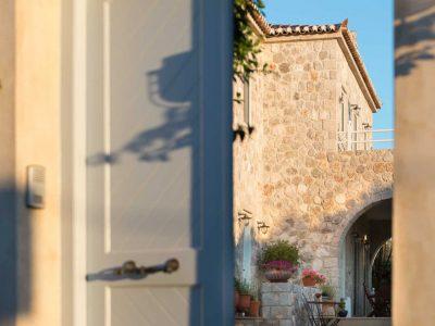 Villa- Arte-Spetses-by-Olive-Villa-Rentals-entrance