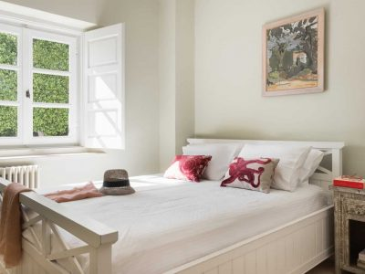 Villa- Arte-Spetses-by-Olive-Villa-Rentals-ground-level-bedroom
