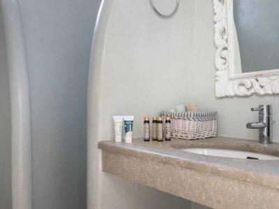 Villa- Arte-Spetses-by-Olive-Villa-Rentals-ground-level-bathroom