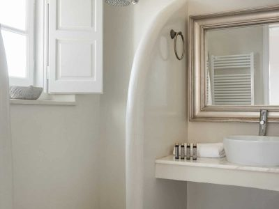 Villa- Arte-Spetses-by-Olive-Villa-Rentals-upper-level-bathroom