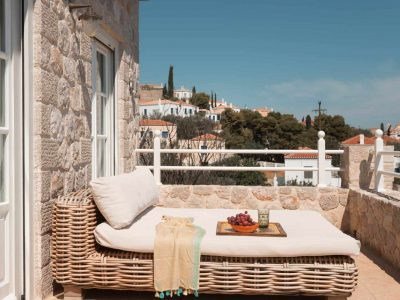 Villa- Arte-Spetses-by-Olive-Villa-Rentals-upper-level-balcony