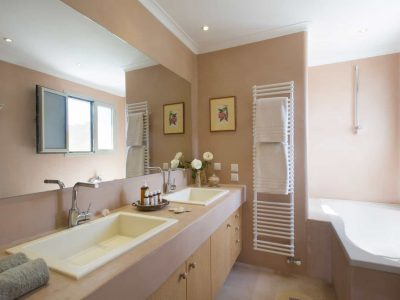 Villa-Celeste-Athens-by-Olive-Villa-Rentals-bathroom-upper-floor