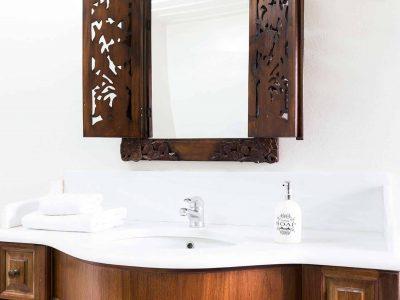 Villa Violet in Hydra Greece, bathroom 2, by Olive Villa Rentals