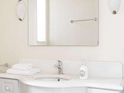 Villa Violet in Hydra Greece, bathroom 4, by Olive Villa Rentals