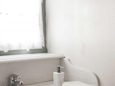 Villa Violet in Hydra Greece, bathroom 7, by Olive Villa Rentals
