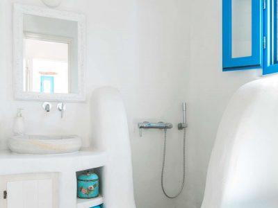 Villa Oliva in Koufonisia Greece, bathroom, by Olive Villa Rentals